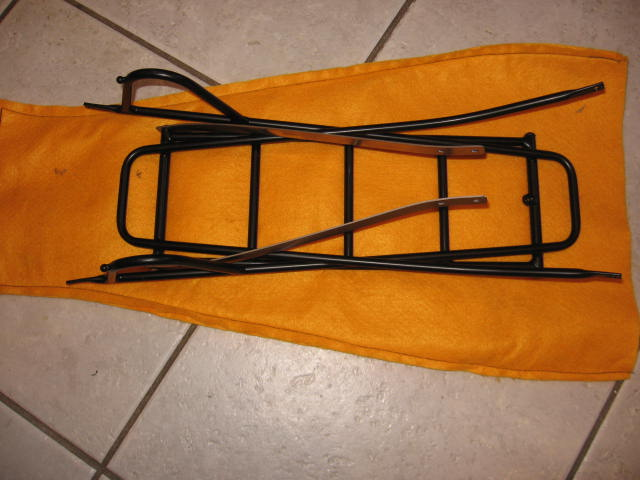 Rack folds into it's own felt bag